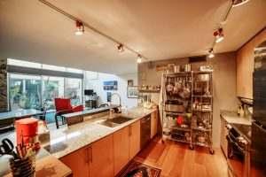 Ice House 115 Kitchen