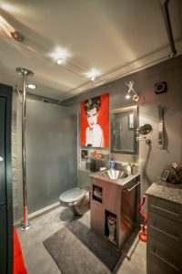 Ice House 115 Modern Bathroom