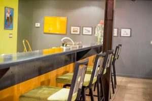 Ice House Loft 122 Kitchen and Breakfast Bar