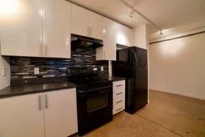 Ice House 119 Kitchen